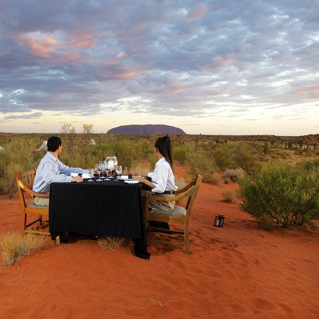 Cena frente al Uluru - Viaje de Novios Romántica Australia